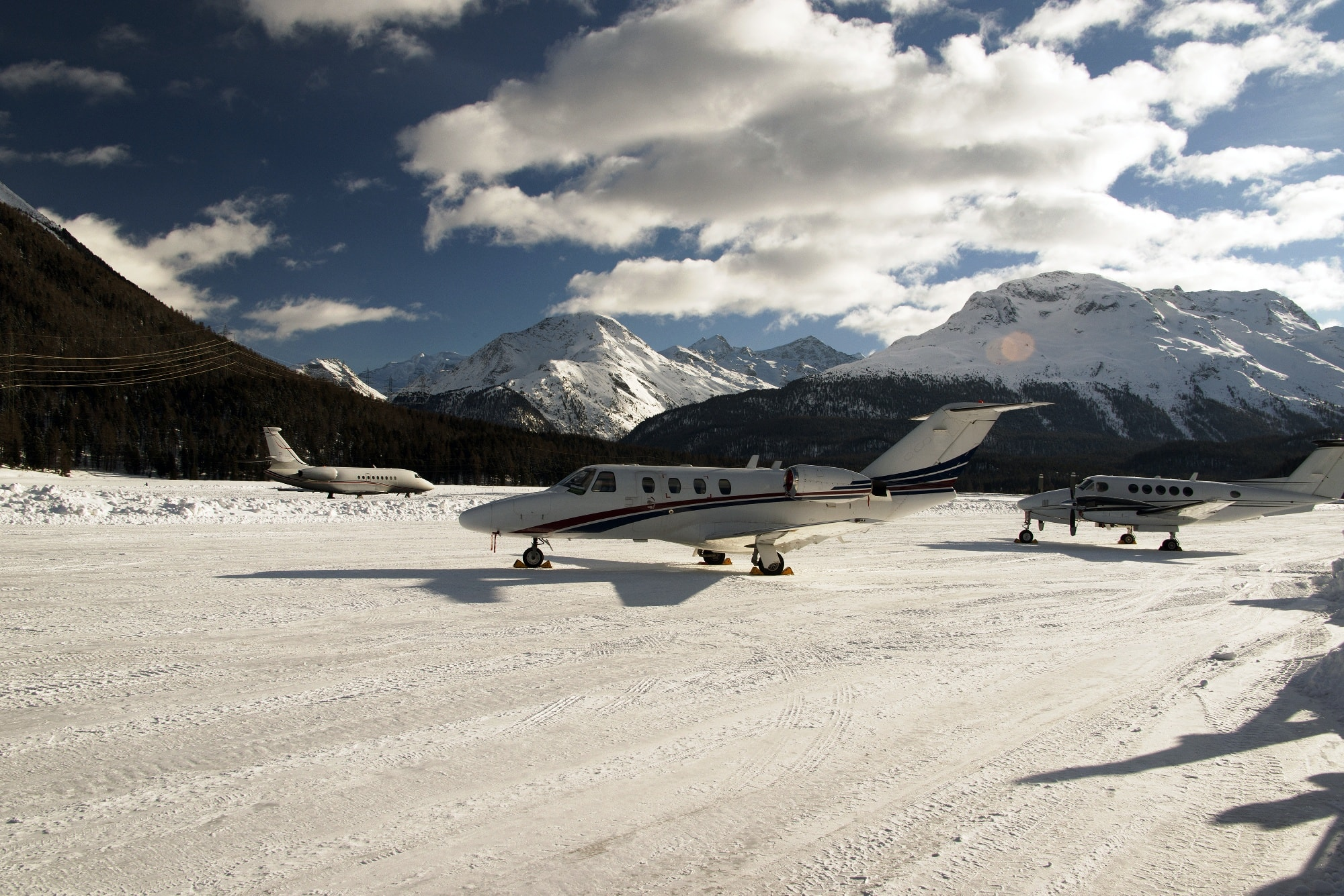 Privatjets in St. Moritz in der Schweiz im Winter