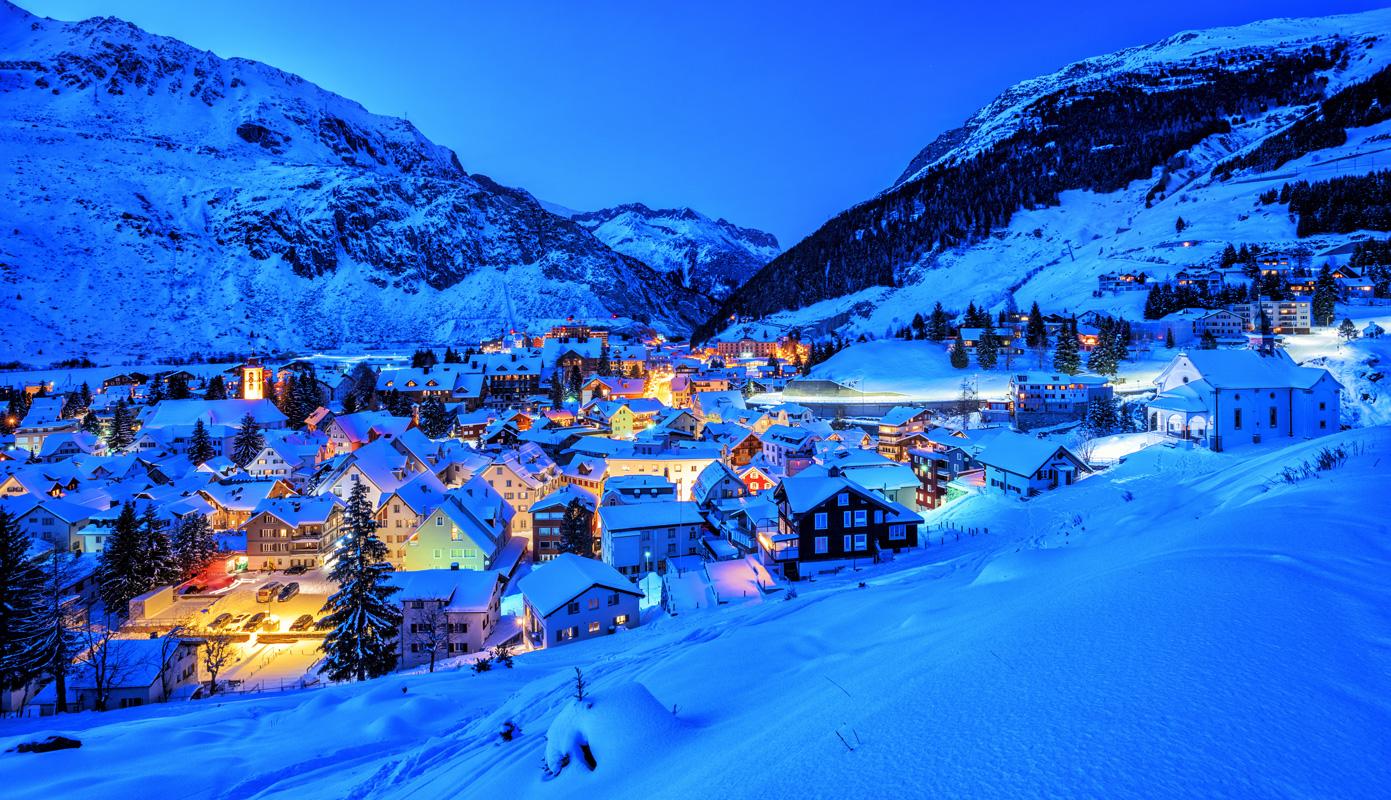 Blick auf Andermatt - Loipen in der Schweiz