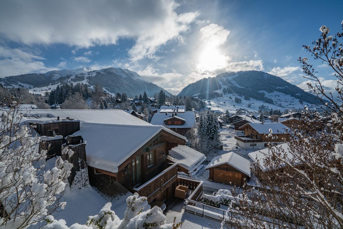 Blick auf Gstaad - Loipen in der Schweiz