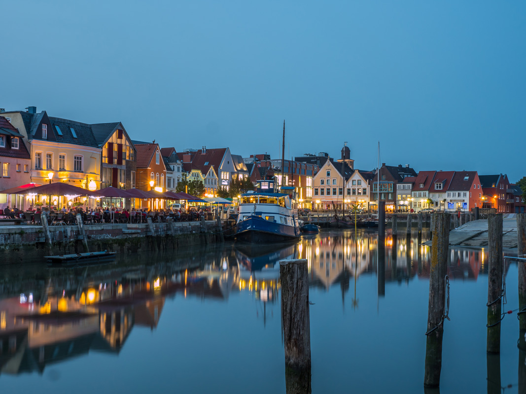 Husum Hafen bei Nacht