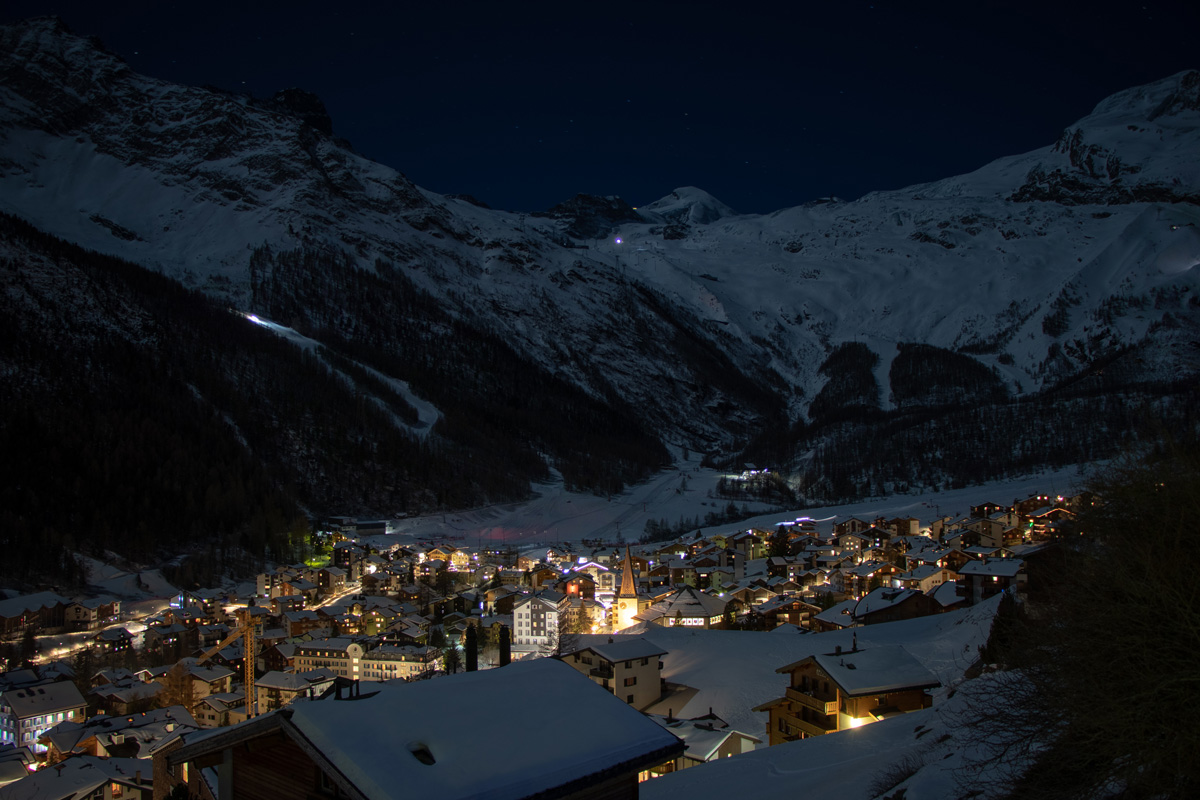 Saas-Fee bei Nacht - Wintersportorte