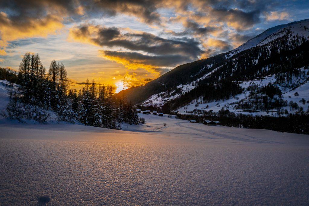Sonnenuntergang im Goms - Loipen in der Schweiz