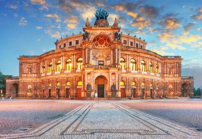 Dresden Semperoper am Abend
