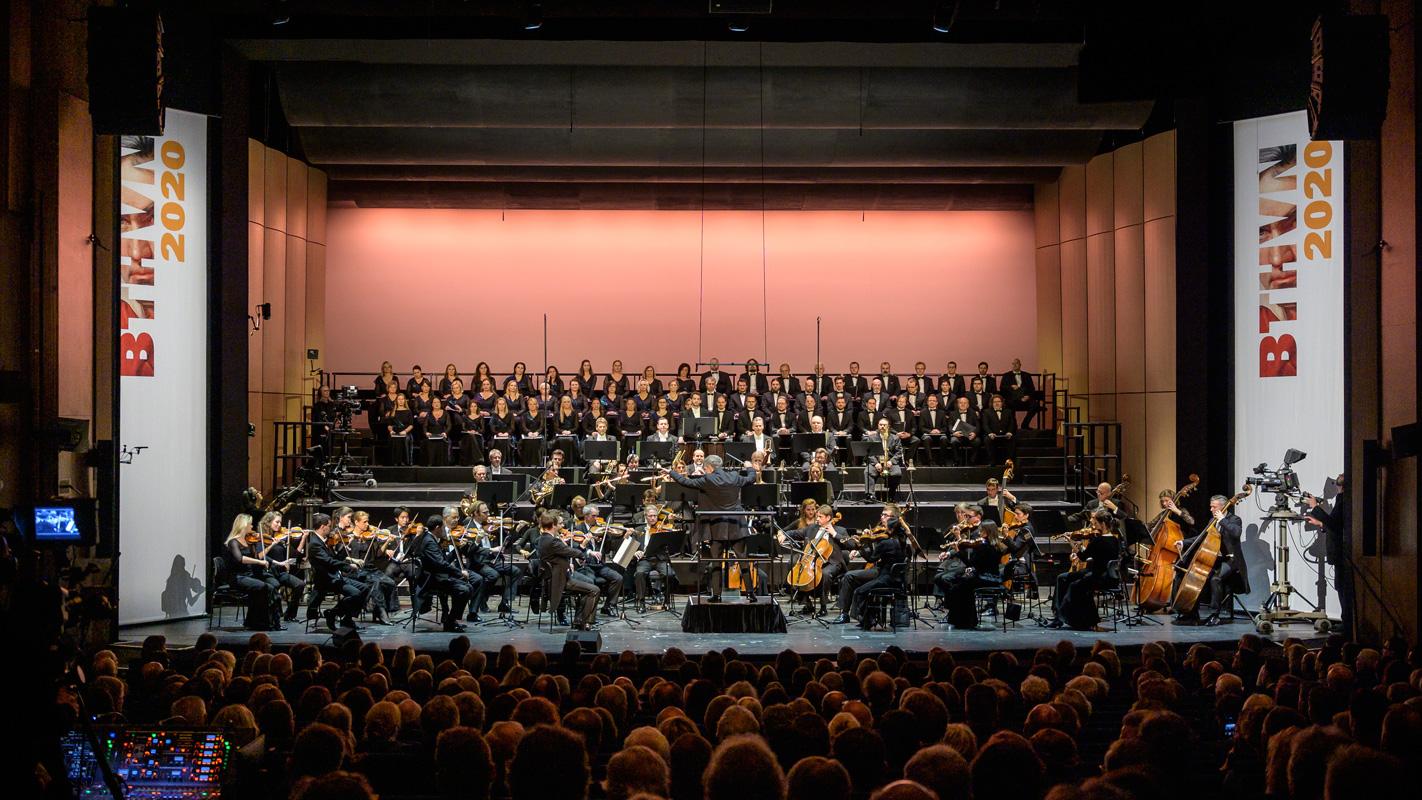 Das Beethoven Orchester Bonn und der Tschechische Philharmonische Chor Brno - Beethoven-Jahr