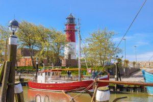 Hafen und Leuchtturm in Büsum