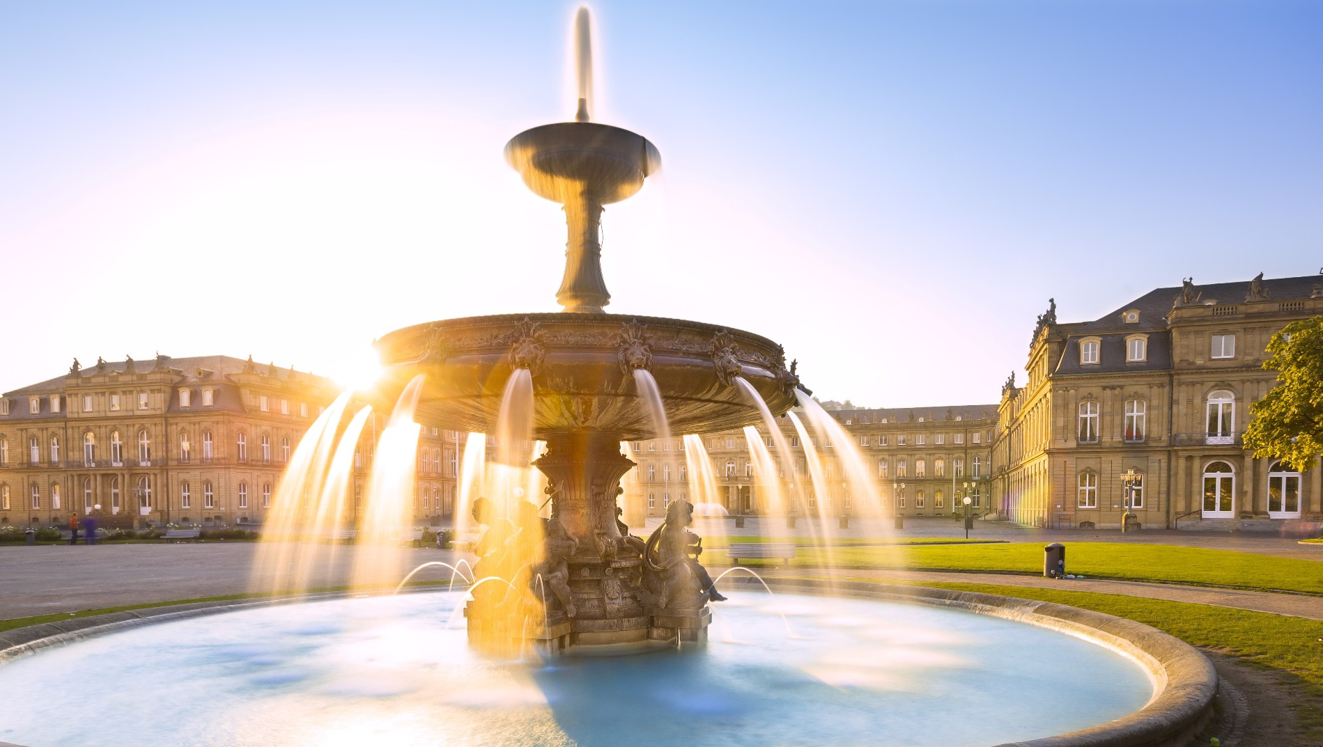 Stuttgart, Springbrunnen vor dem neuen Schloss frühmorgens