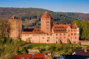 Burg Rieneck über dem Sinntal im Spessart, Bayern - Rhön-Sinntal-Radweg