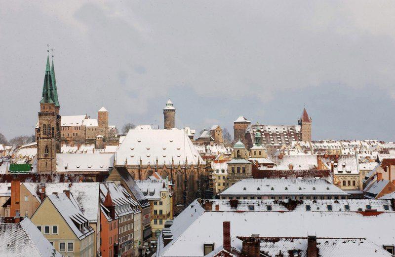 Altstadt Nürnberg mit Kaiserburg im Winter