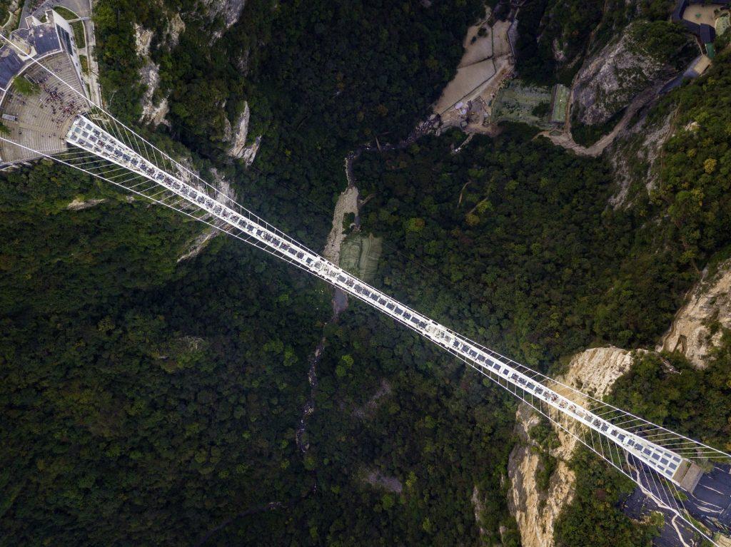 Glasbrücke im Zhangjiajie Nationalpark, China