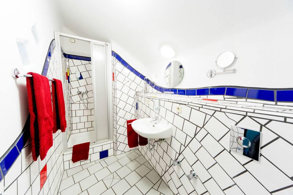 Badezimmer im artHOTEL Magdeburg