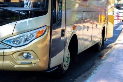 Einstiegsseite eines Reisebusses
