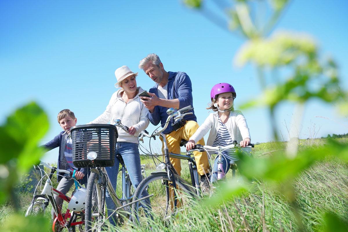 Radfahrer mit Handy