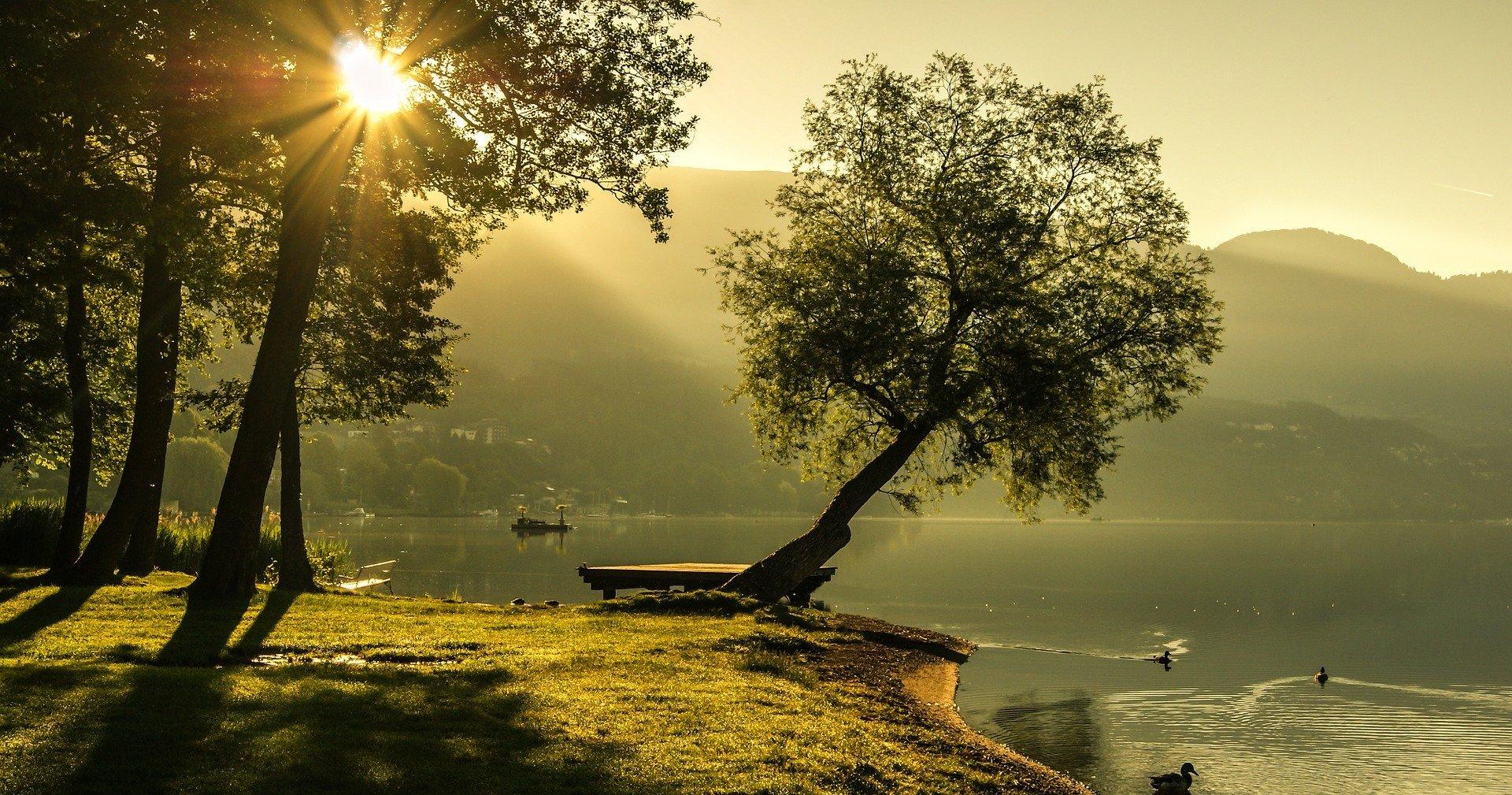 Sonnenaufgang am See © pixabay