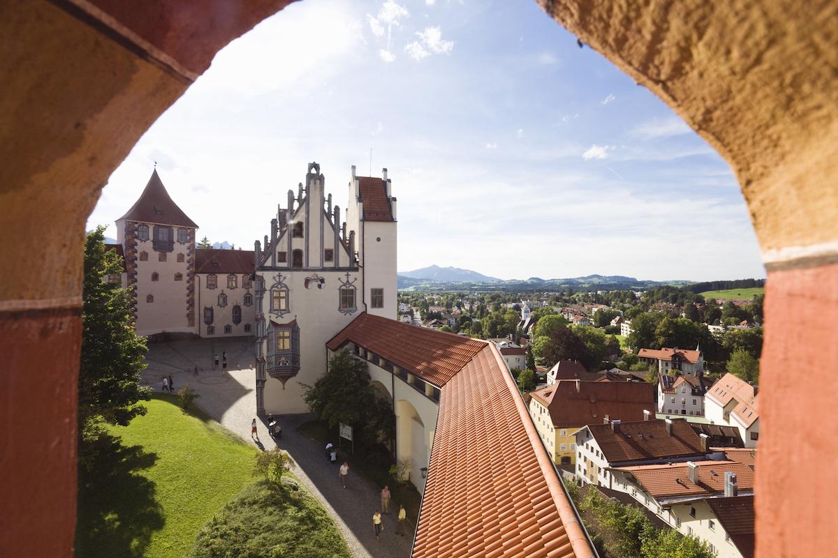 Füssen im Allgäu: Wehrgang und Nordflügel des Hohen Schlosses