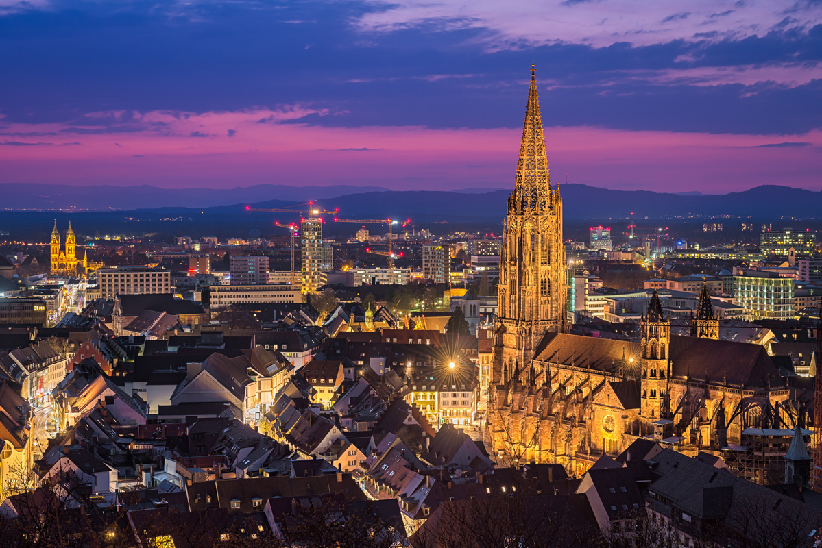 Freiburg im Breisgau bei Nacht