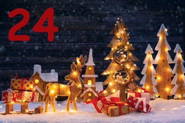 Weihnachtszene aus Holzfiguren mit Lichterkette beleuchtet