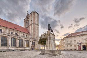 Dom St. Blasii mit dem Braunschweiger Löwen