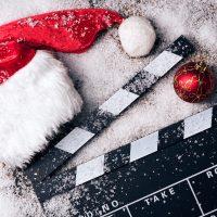 Weihnachtsmütze mit Filmklappe - 10 Filmtipps mit Genussfaktor