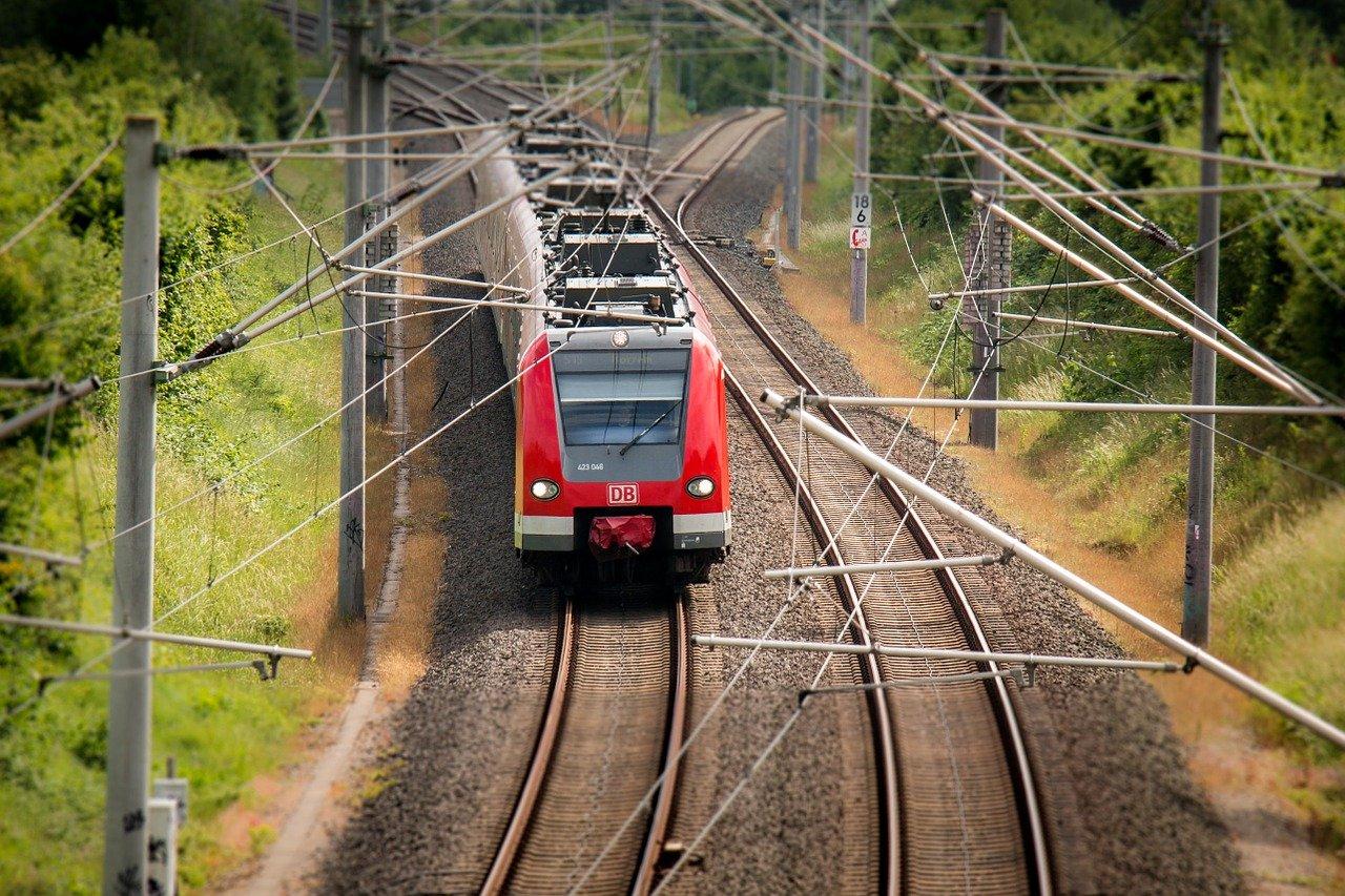 Mit der Bahn in den Urlaub fahren: Tipps für Familien