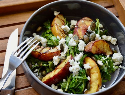 Foodblog: Sommersalat mit gegrilltem Pfirsich