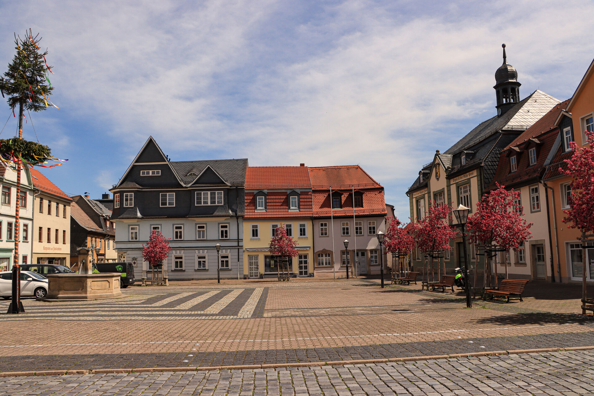 Marktplatz mit Rathaus in Bad Blankenburg