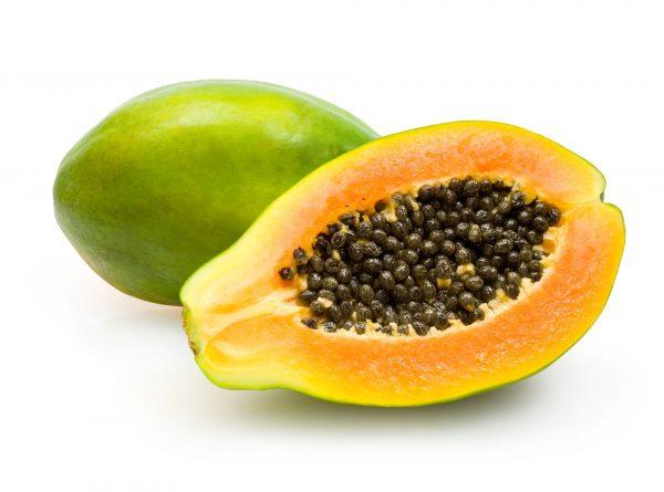 aufgeschnittene, halbierte Papaye