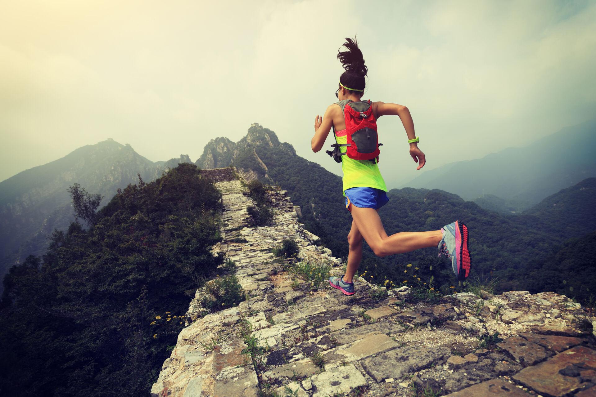 Marathonläuferin auf der Chinesischen Mauer