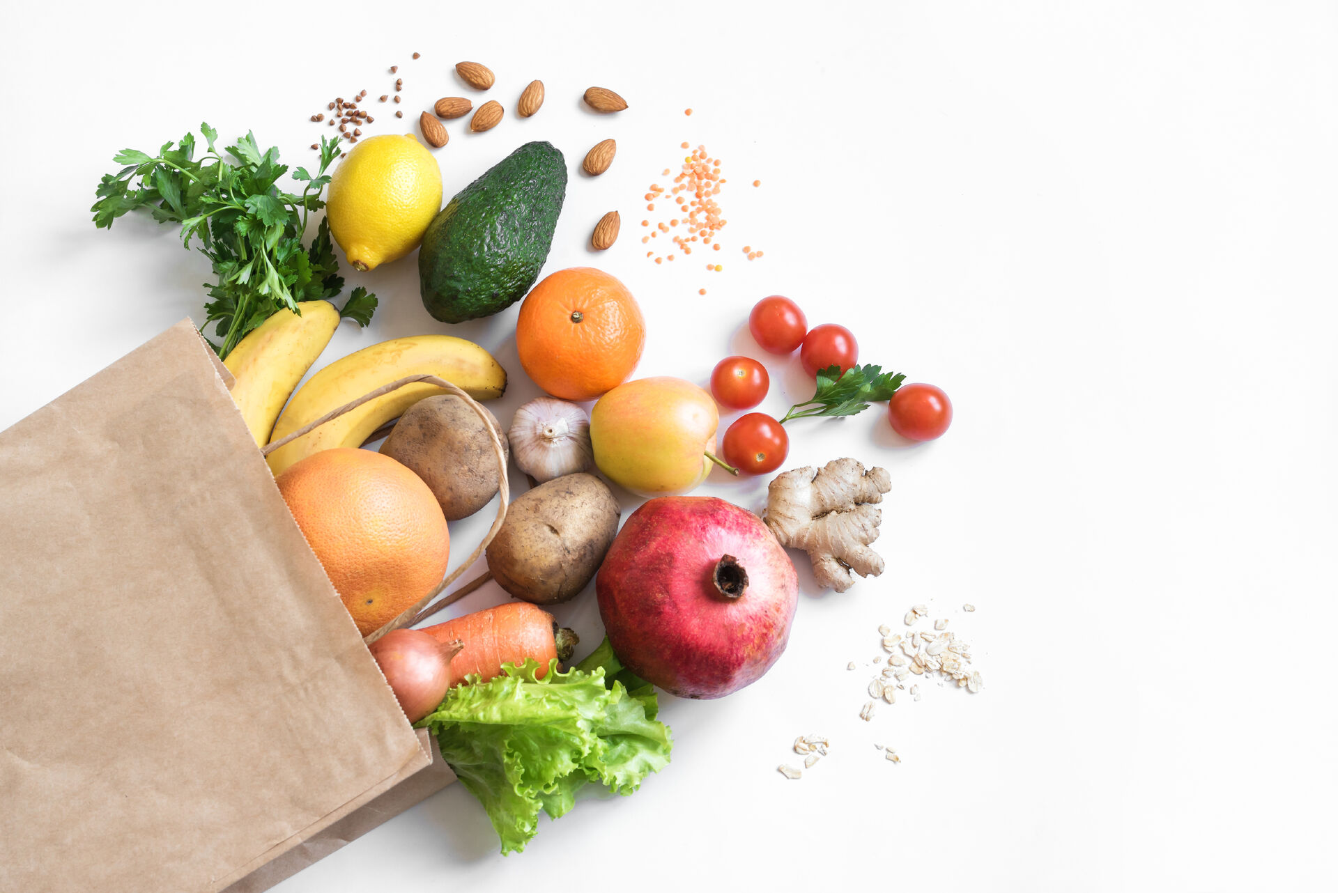 Obst und Gemüse in brauner Papiertüte