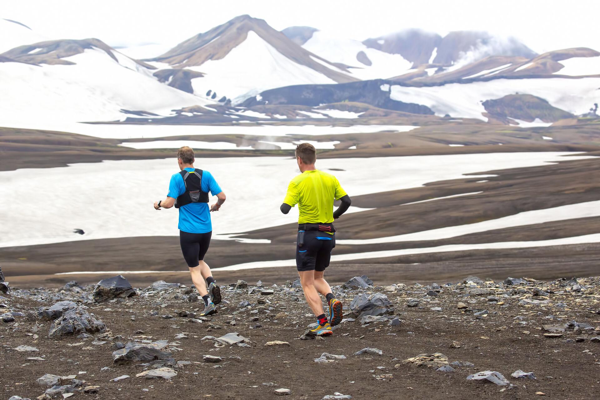 2 Läufer beim Landmannalaugar Marathon in Island