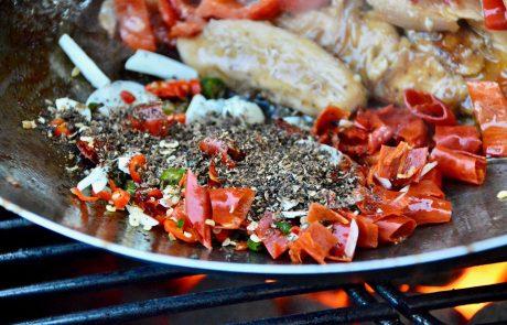 Sichuan-Chicken Zubereitung im Wok
