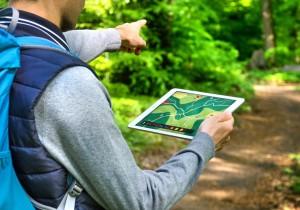 Wandern mit Tablet, Geocaching im Wald