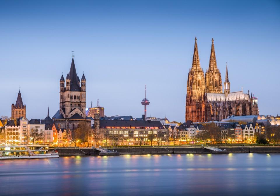 Köln, Blick vom Rhein auf das Zentrum der Stadt