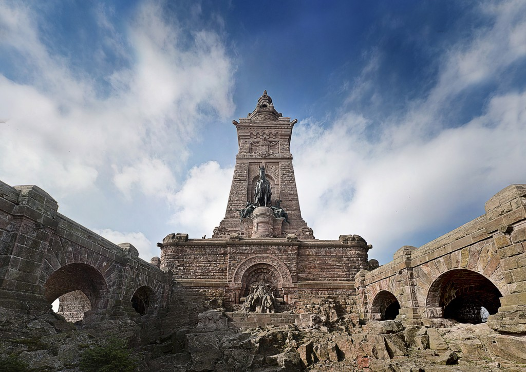 Kyffhaeuser: Das Monument im Harz als Ziel für Wanderer, Radfahrer, Mountainbiker