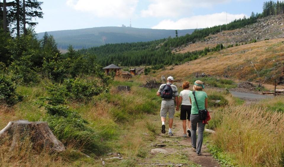 Wanderer am Brocken, dem Ausflugsziel im Harz