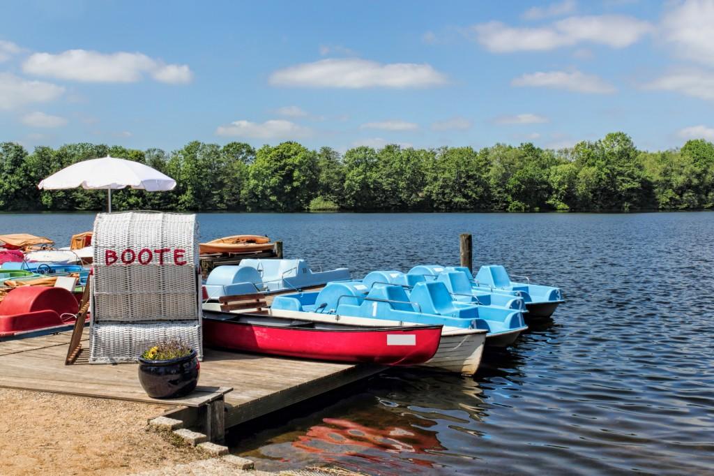 Boote auf dem Schulsee in Mölln, Stormarn und Lauenburgische Seen
