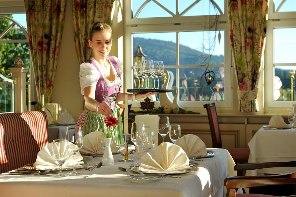 Fit & Vital-Angebot im Wellness & Spa Resort Mooshof in Bodenmais, Bayrischer Wald, Restaurant Innenansicht