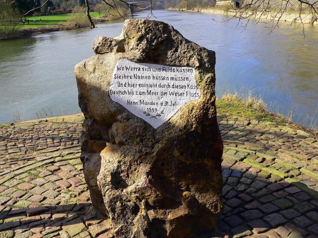 Der Weserstein in Hannoversch Münden am Weserradweg