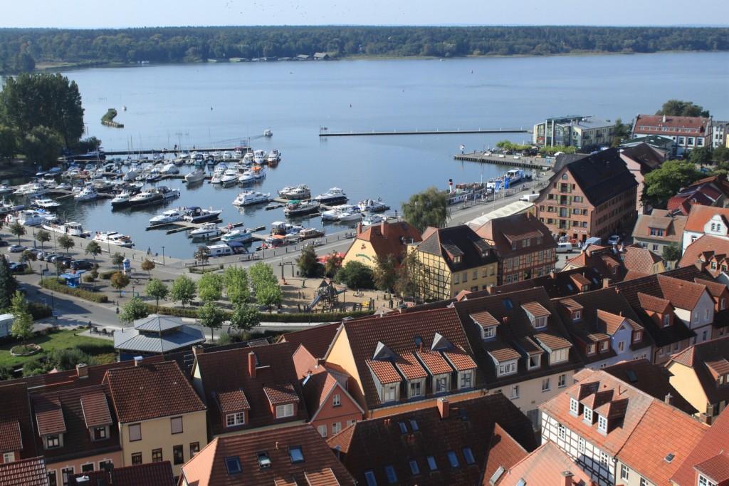 Blick vom Marienkirchturm zum Warener Hafen, Mecklenburgische Seenplatte