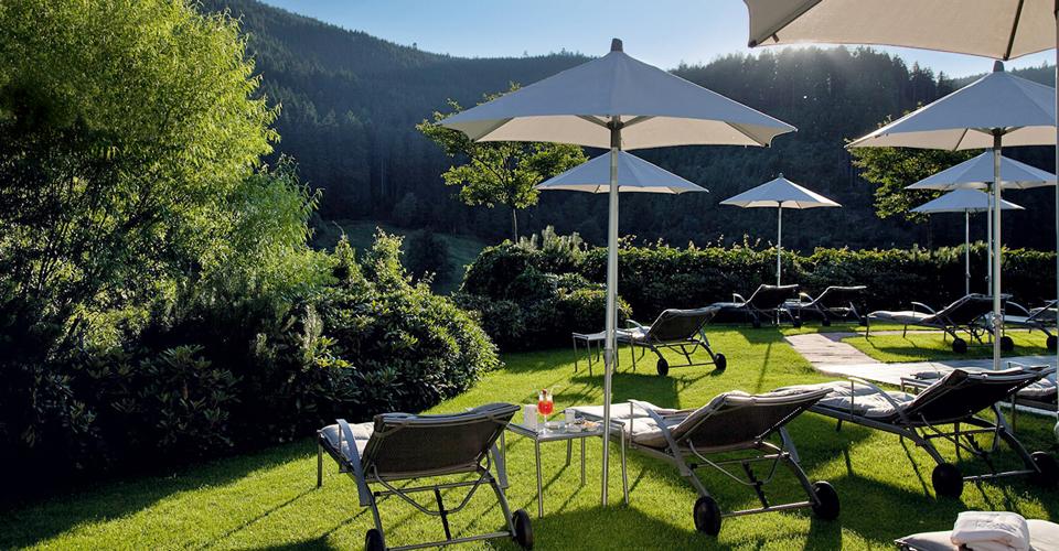 Hotel Traube Tonbach Liegewiese Sommer