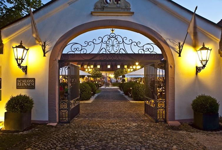 Hotel Schloss Reinach in Freiburg - Munzingen, das Tor