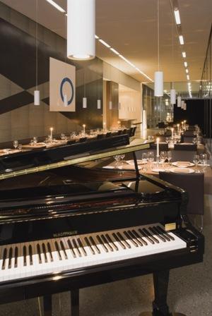 Gastraum mit Flügel im Restaurant Vincent und Pau