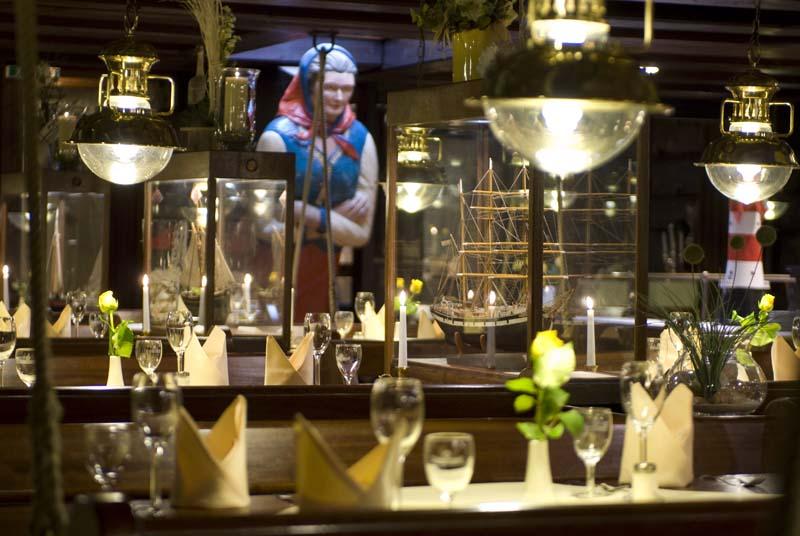 Seute Deern - Gastraum im nostalgischen Restaurantschiff