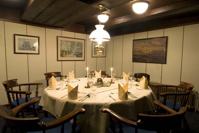 Seute Deern nostalgischer Gastraum im Restaurantschiff