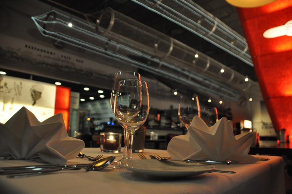 Edel Eingedecker Tisch mit weißen Stoffservietten