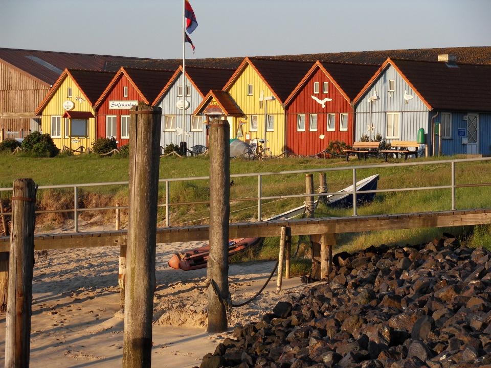 24229020 - Häuser auf Amrum © Roland Hulin