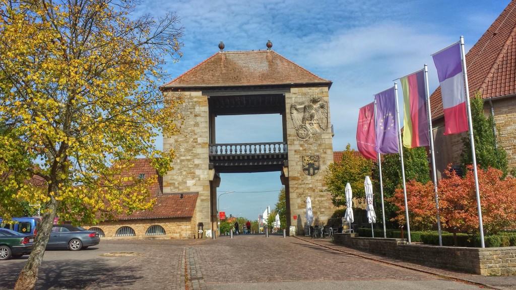 Das deutsche Weintor in Schweigen an der südlichen Weinstraße, Weinbaugebiet Pfalz