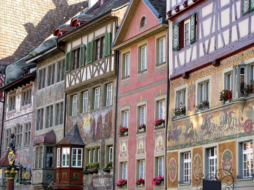 bemalte Fachwerkhäuser in der Berner Altstadt