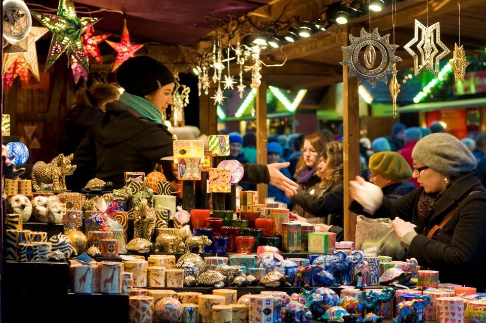Freiburger Weihnachtsmarkt Verkaufsstand