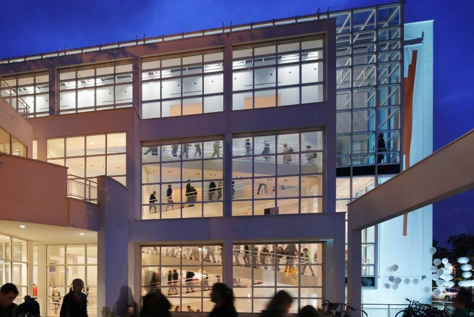 Außenansicht bei Nacht, Museum Angewandte Kunst Frankfurt