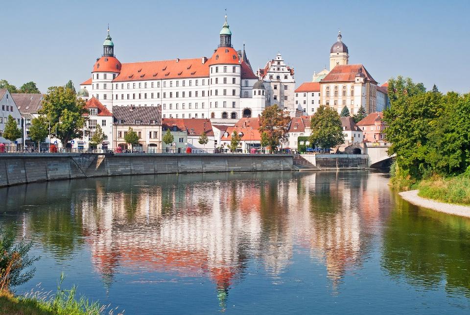 Schloss Neuburg an der Donau im Donaumoos